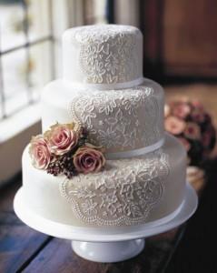 1216-pasteles-de-boda-decorados-con-encaje-imagen-style-me-p