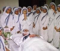 Imágenes de la muerte de la madre teresa de calcuta