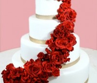 Imágenes de pasteles blancos con rosas para tu boda