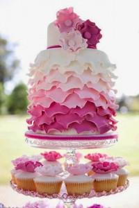 torta blanca rosa rosa oscuro preciosa