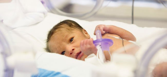 bebe-prematuro-chupete-gigante-p
