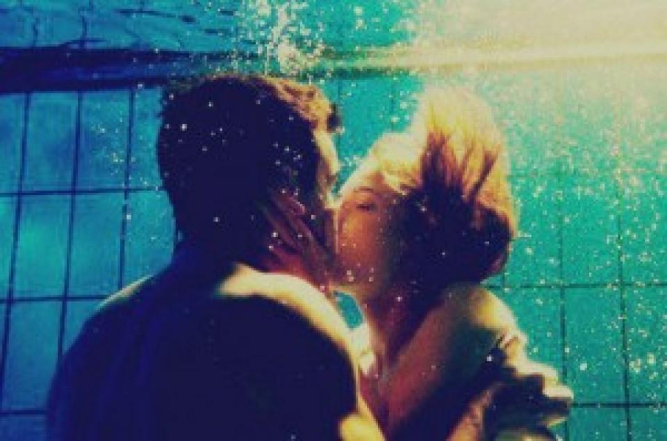 imagenes-de-parejas-besandose-para-celular-bajo-el-agua-960x600