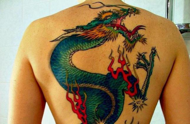 Tatuajes-de-dragones-en-la-espalda_0