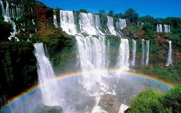 paisajes-de-cascadas-con-arcoiris