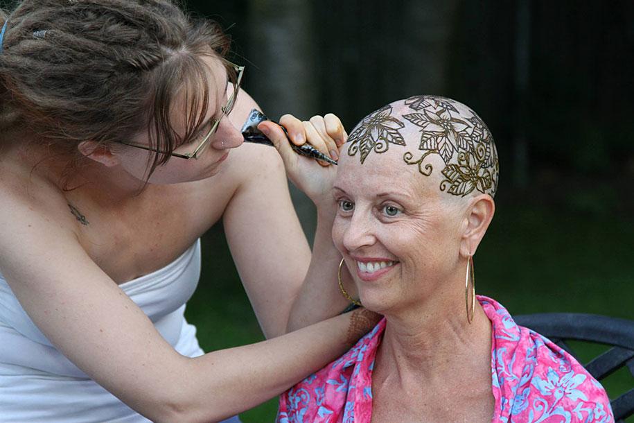 tatuajes-en-la-cabeza-para-enfermos-de-cancer-Henna-Heals-13