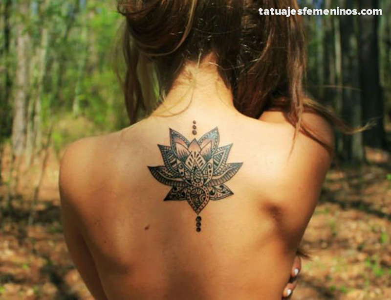 tatuajes-en-la-espalda-para-mujeres-10