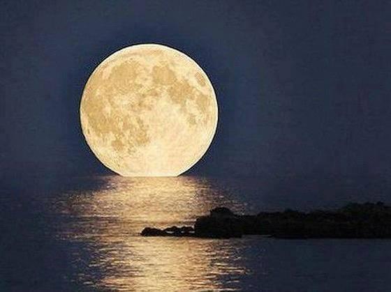 La luna llena para los románticos
