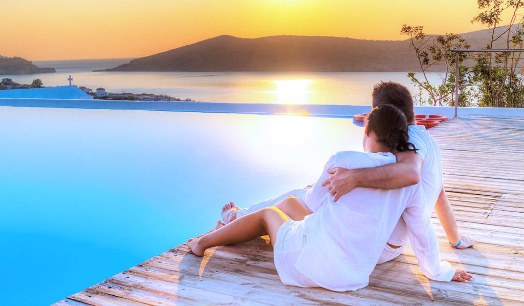fotos de parejas en la playa enamorados