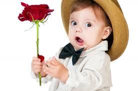 niños con rosas hermosas