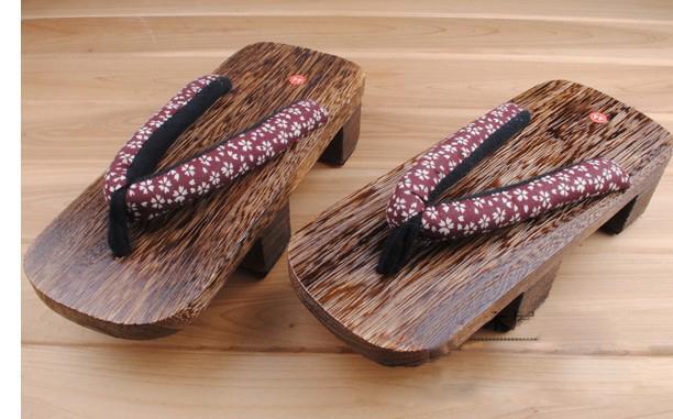zapatos de madera