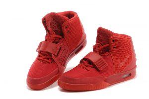 diferentes modelos de zapatos nike en color rojo
