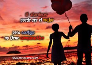 pareja_caminando_de_la_mano_con_un_globo_el_atardecer_puede_ser_el_mejor_pero_contigo_no_tiene_comparación
