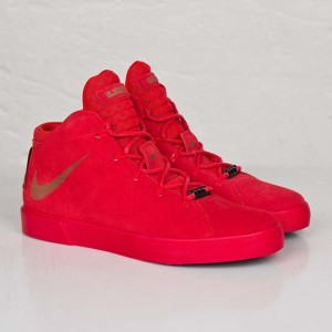 zapatos Nike en color rojo
