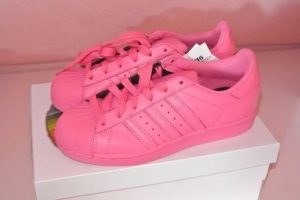 zapatos adidas en color rosado