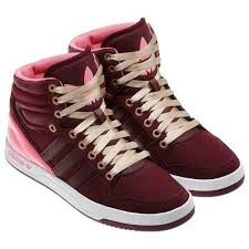 zapatos adidas en forma de botas para mujeres