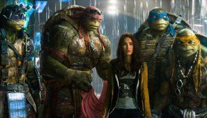 Las tortugas ninjas mutantes adolescentes, podemos ver a abril  y a donatello,  miguel ángel  Rafael y leonardo