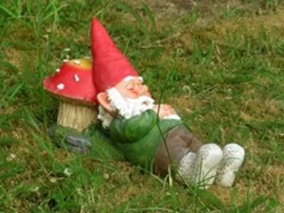 adornos-jardin-duendes-adornos-para-decorar-el-jardin