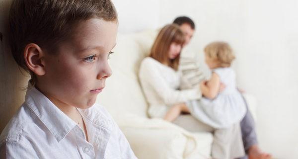 como-superar-la-envidia-en-los-hijos