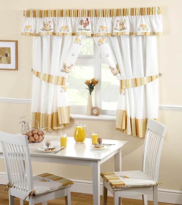 cortinas-para-la-cocina-estilo-clasico-estampado-gallinas-640x719