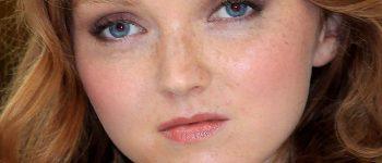 Lily Cole mujer con pecas