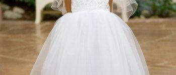 Vestido blanco corto con velo