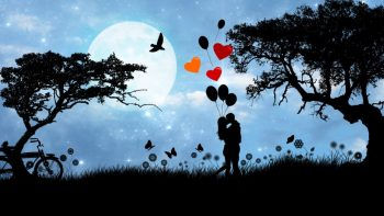 Paisaje con pareja enamorada, globos de colores